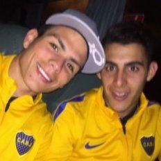 Escándalo en Boca: imágenes de dos futbolistas fumando en la concentración