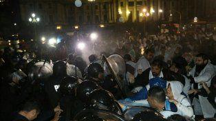 la policia impidio que ctera monte una carpa frente al congreso