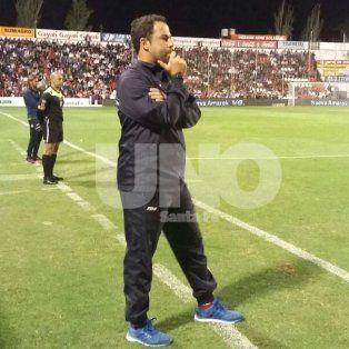 Desconcertado. Juanpi Pumpido se mostró disconforme con el rendimiento del equipo.