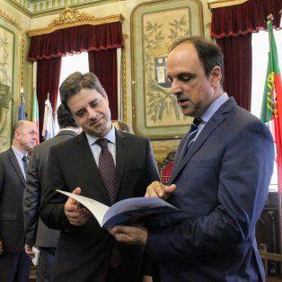 Invitado por el alcalde de Braga, Ricardo Río, el intendente José Corral firmó en esa ciudad portuguesa, el Convenio de Hermanamiento entre ambas comunidades.