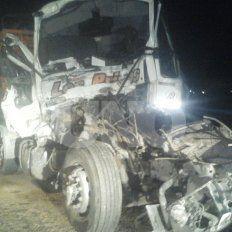 Falleció un camionero que chocó la parte trasera de otro camión