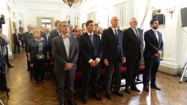 Presentes. Legisladores y funcionarios provinciales participaron de la ceremonia.