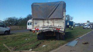 Autopista Santa Fe - Rosario: choque en cadena de dos autos y dos camiones
