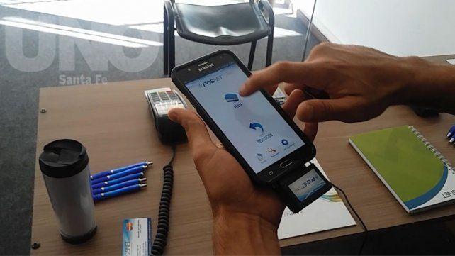 Video: cómo cobrar con tarjeta de débito a través del celular