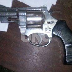 Paseaba por barrio Candioti con un arma cargada en la mochila