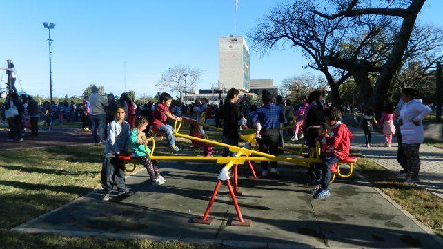 Arte Ciudad: tarde de juegos y espectáculos en la nueva Plaza Alberdi