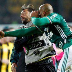 Golpes de puño y final escandaloso en Uruguay en un partido de Libertadores