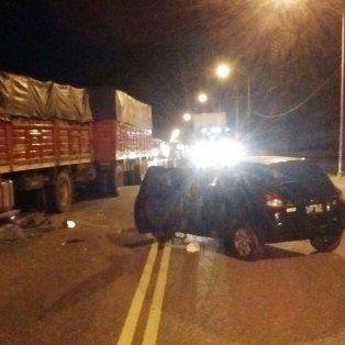 madre e hijo heridos en un choque frontal entre un auto y un camion en santa rosa de calchines