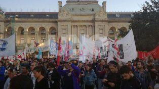 A plaza llena, santafesinos marcharon para pedir justicia por la inundación del 2003