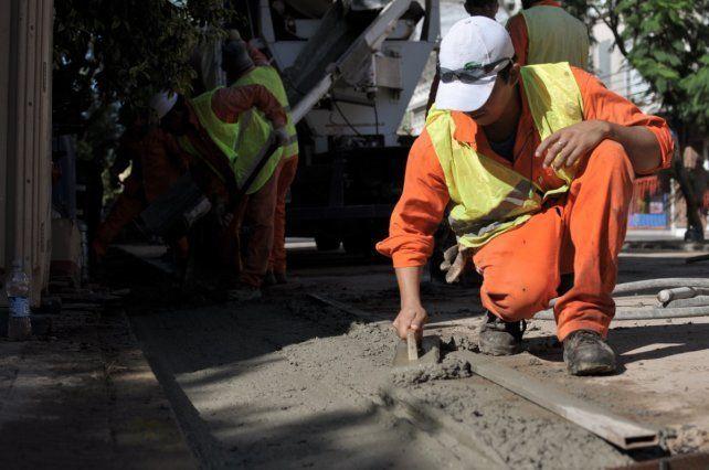 Comienzan los trabajos de pavimentación de accesos a escuelas
