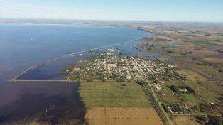 Avance. Las aguas amenazan el casco urbano de Melincué. (Gentileza FM Dale! de Venado Tuerto)