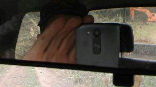 Prueba. Un productor santafesino acercó a las autoridades comunales la foto de la máquina trabajando en territorio santafesino.