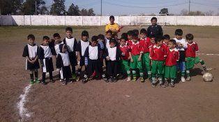 liga infantil de los barrios: mas de 2.000 chicos aprenden valores a traves del futbol