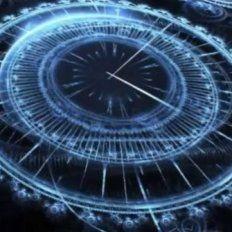 Un científico creó una fórmula matemática que permite viajar en el tiempo