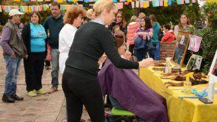 Más de 50 santafesinos en una plaza para donar su cabello a pacientes oncológicos