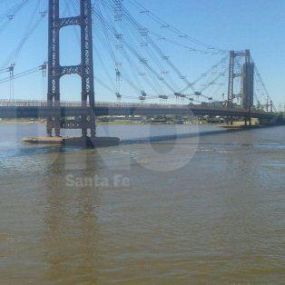 Postal de hoy. Los pilotes del puente Colgante, una referencia de la altura del río para los santafesinos.