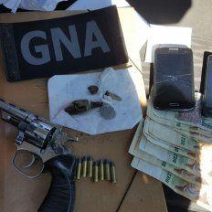 Armados con un revólver 32 y con drogas: detuvieron a tres muchachos en un control de Gendarmería en B° Yapeyú