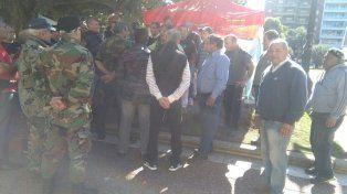 exsoldados movilizados por malvinas acampan frente a casa de gobierno