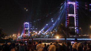 el puente colgante ilumino la noche patria