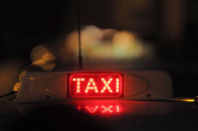 Dos ladronas asaltaron a un taxista de 64 años y una fue detenida