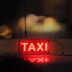 La policía demoró a una pareja que mantenía relaciones sexuales en un taxi