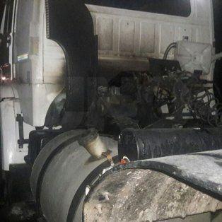 Desperfecto originó un incendio en un camión que transportaba amoníaco en plena autopista