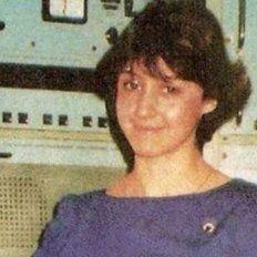 Quién es la mujer que desde hace 36 años da la hora