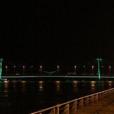 Por qué el Puente Colgante se teñirá hoy de verde