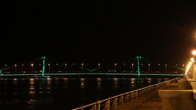 El Puente se tiñe de verde para conmemorar el Día Mundial de la Fibrosis Quística