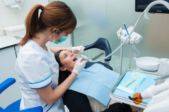 Los odontólogos le piden a Iapos una recomposición para no cobrar plus