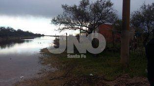 VIDEO: vecinos de Rincón Norte y Arroyo Leyes ven con angustia cómo el río avanza