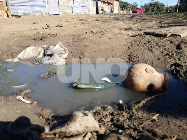 Un comedor alimenta a más de 300 personas a pesar de no tener gas, iluminación, ni agua potable