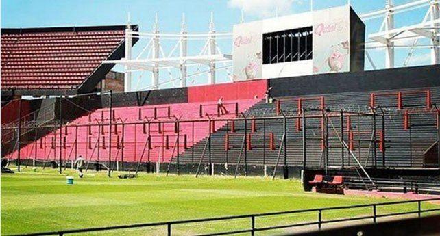 Colón ante San Lorenzo con hinchas visitantes