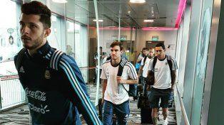 La Selección Argentina viajó a Singapur con Leo Messi