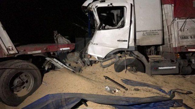 Impactante choque entre tres camiones en la autopista Santa Fe- Rosario