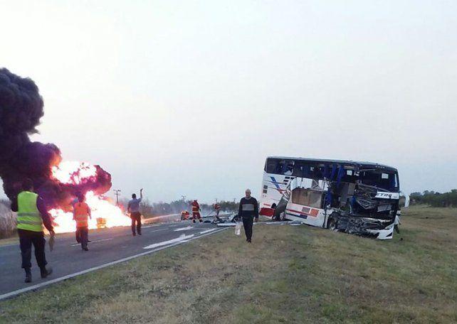 Ruta 34. El choque entre un colectivo y un camión cargado con alcohol dejó el saldo de dos muertos en septiembre del año pasado.