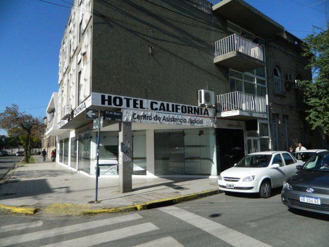 Hotel California. Ubicado en 25 de Mayo y Salta.