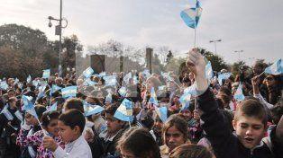 mas de 13 mil alumnos santafesinos juraran lealtad a la bandera