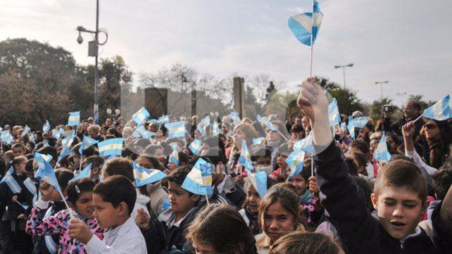 Más de 13 mil alumnos santafesinos jurarán lealtad a la Bandera