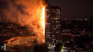 Se incendió un edificio en Londres y hay varias víctimas fatales