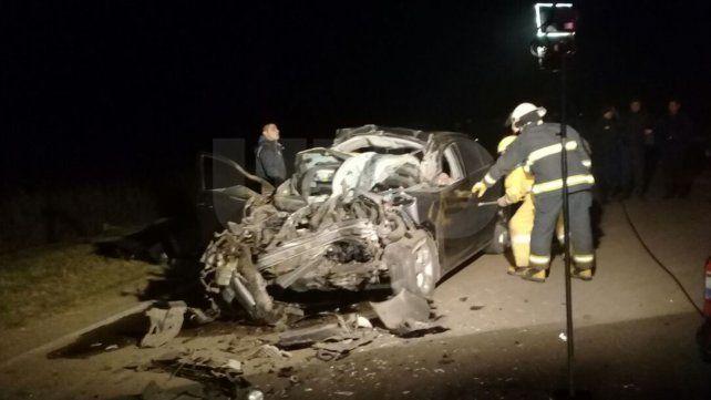Murieron dos hombres que chocaron su auto contra un camión