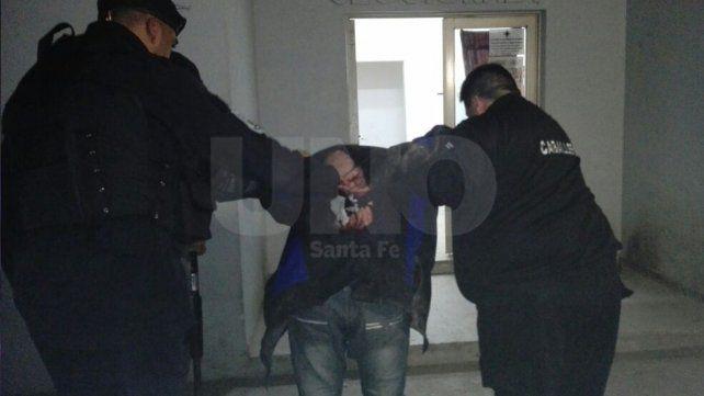 Ladrones golpearon y maniataron a un matrimonio para robarle pero los sorprendió la policía