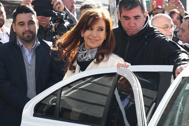 CFK competirá en las Paso por fuera del PJ y no habrá internas con Randazzo
