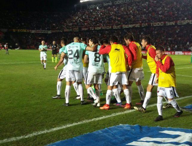 Colón le ganó a San Lorenzo 2 a 1 y sueña con la Copa Libertadores