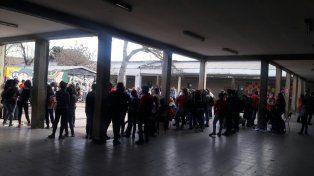 Docentes de Bº Acería piden seguridad, tras ser golpeados y asaltados por padres y alumnos