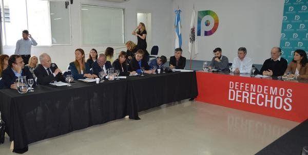 Los defensores del pueblo pidieron derogar el decreto de las pensiones por discapacidad