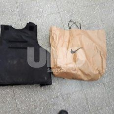 La policía secuestró el chaleco y la bolsa en la que se enconrtraba