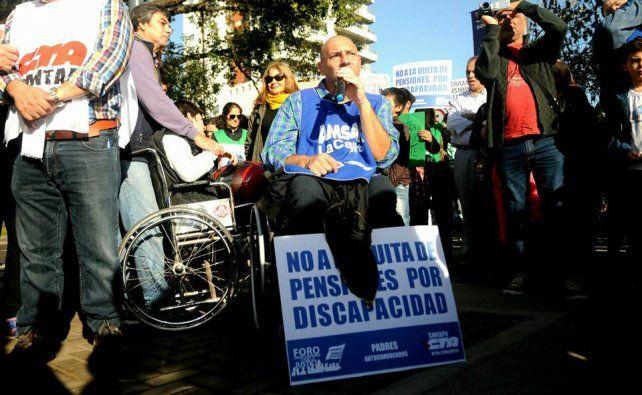 Santafesinos se movilizaron en repudio a la quita de pensiones no contributivas