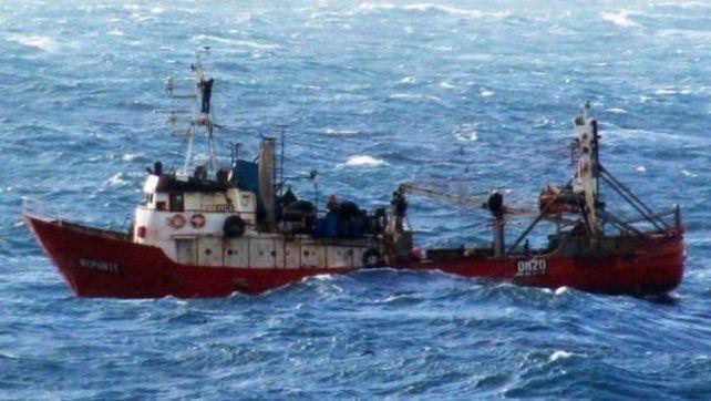Reanudaron la búsqueda de los tripulantes de un pesquero