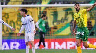 Defensa y Justicia goleó a Atlético Tucumán y mantiene el suspenso